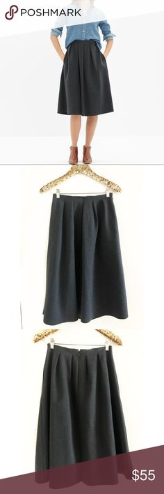 Madewell Pleated Ponte Mid Skirt In excellent pre owned condition. Does not have any flaws Madewell Skirts Midi