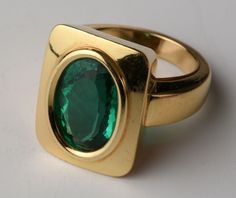 Bague Emeraude monture or jaune pds brut 21 grs fine taille ovale ct. Mens Emerald Rings, Mens Gemstone Rings, Emerald Jewelry, Mens Gold Rings, Antique Jewellery Designs, Gold Ring Designs, Beautiful Gold Rings, Gold Mangalsutra Designs, Men's Jewelry Rings