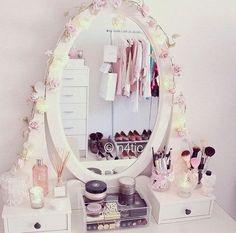 #Comment ranger son maquillage ?  Coucou les filles, me revoila pour vous donnez quelques idées de rangement pour votre maquillage. J'espè...