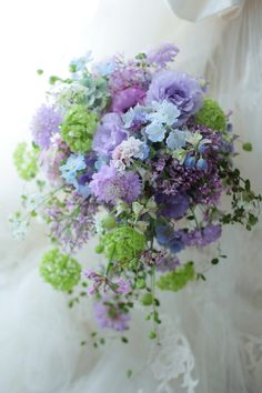 Such a pretty lavender and green bouquet Beautiful Bouquet Of Flowers, Pastel Flowers, Bridal Flowers, Flower Bouquet Wedding, Beautiful Flowers, Wedding Flower Arrangements, Floral Arrangements, Bouquet Champetre, Ikebana