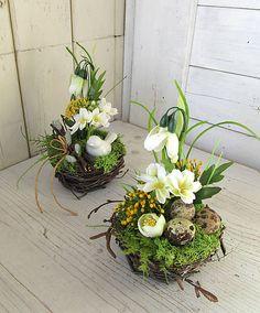 This article is not available Easter Flower Arrangements, Large Floral Arrangements, Creative Flower Arrangements, Easter Flowers, Beautiful Flower Arrangements, Spring Flowers, Spring Decoration, Christmas Ornament Wreath, Deco Floral