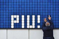 moradavaga's flip-it is an interactive pixel-like mural Interactive Exhibition, Interactive Walls, Interactive Installation, Interactive Design, Installation Art, Pop Design, Sketch Design, Wall Design, Museum Exhibition