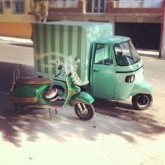 Vespa y Ape Piaggio Mexico Piaggio Vespa, Vespa Lambretta, Motos Vespa, Vespa Ape, Daihatsu, Pedal Cars, Car Wheels, Small Cars, Vw Beetles