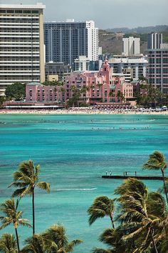 The Royal Hawaiian... Amazing water!