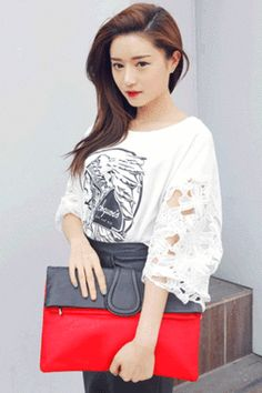 Today's Hot Pick :黑红撞色手包 http://fashionstylep.com/SFSELFAA0025305/stylenandacn/out 黑红撞色手包 无论是盛夏还是早秋 都是属于你的一款百搭时尚的必备单品