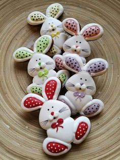 Looking for the Best Easter Cookies Ideas? Here are the best Easter Sugar Cookies decoration with royal icing ideas, you'd love to try out now. Fancy Cookies, Iced Cookies, Cute Cookies, Holiday Cookies, Sugar Cookies, Heart Cookies, Easter Cupcakes, Easter Cookies, Valentine Cookies