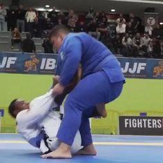 Brazilian jiu jitsu no-gi or gi. When staring at this martial art you find yourself choosing between BJJ nogi and BJJ gi. Jiu Jitsu Moves, Jiu Jitsu Gi, Ju Jitsu, Self Defense Moves, Self Defense Martial Arts, Jiu Jitsu Training, Mma Training, Martial Arts Workout, Martial Arts Training