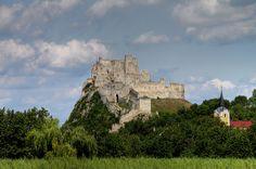 Que ver en el Castillo de Beckov. Como llegar al Castillo de Beckov desde Bratislava - http://diarioviajero.es/eslovaquia/castillo-de-beckov/ #Eslovaquia