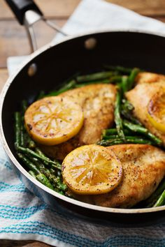 This 5 Ingredient Lemon Chicken with Asparagus is a bright, fresh, healthy dinner that comes together in 20 minutes! 300 calories.