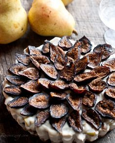 Pear & Fig Ginger Tart: so easy and SO good (raw, vegan).