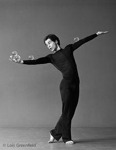Via Lois Greenfield Photography : Dance Photography : Michael Moschen Dance Photos, Dance Pictures, Lois Greenfield, Physical Skills, Dance Photography, Just Dance, Grafik Design, Light And Shadow, Writing Inspiration