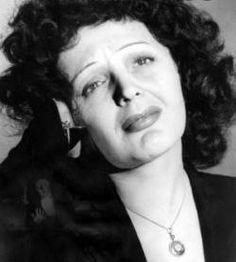 Edith Piaf, cantora: Criada por sua avó, que dirigia uma casa de prostitutas, Edith (1915-1963) revelou seu talento e sua grande voz nas canções populares que cantava nas ruas junto com seu pai, Louis A. Gassion.