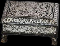 Bidri Pandan, Betel Box, India - Michael Backman Ltd Antique Boxes, Antique Metal, Indian Folk Art, Trunks And Chests, Joy Of Life, Metal Crafts, Ottomans, Hope Chest, Beetle