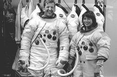 Anna Fisher is an American chemist, emergency physician, and a NASA astronaut Space Telescope, Space Shuttle, Rare Images, Rare Photos, Story Musgrave, Anna Fisher, Programme Apollo, Photos Rares, Nasa Space Program
