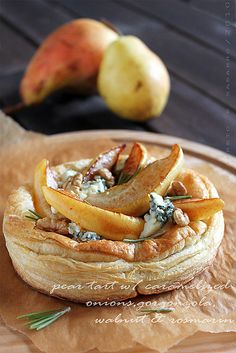 Tart with pear and blue cheese