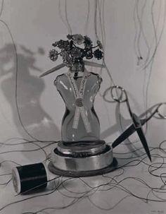 Ilse Bing, Schiaparelli Fragrance, 1941.