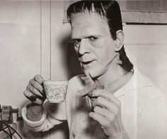 """IlPost - Boris Karloff sul set del film """"Frankenstein"""", diretto da James Whale, nel 1931 via imgur"""