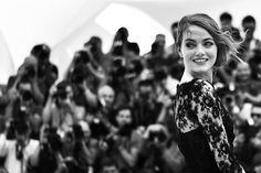 Cannes in bianco e nero - Il Post Emma Stone Red Carpet, Cannes 2015, Young Actresses, Cannes Film Festival, Red Carpet Fashion, Great Photos, Mtv, Sequin Skirt, Actors