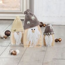 Wooden triangles, rounded, 15 cm, 20 cm and 25 cm Handicraft instructions: Imp with a nature look Christmas Diy, Christmas Decorations, Dyi Crafts, Wood Cutouts, Wood Table, Gnomes, Handicraft, Decorative Bells, Elsa