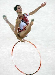 Almudena Cid Gymnastics Competition, Sport Gymnastics, Rhythmic Gymnastics, Gymnastics Photography, Sports Celebrities, Dance Like No One Is Watching, Swim Caps, Ballet, Contortion