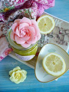 Streichelzarte Sommerhaut - natürliche Hautpflege mit Zitronen-Salz-Peeling. Das Zitronen-Salz-Peeling ist super schnell gemacht und sorgt für eine einfache