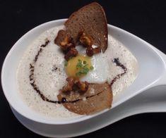 Eierschwammerl-Cremesuppe aus der Haubenküche der Loystubn Hummus, Pudding, Ethnic Recipes, Desserts, Europe, Food, Gourmet, Kitchens, Thanks