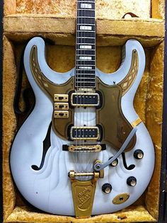 Maton Guitars Jazzman Special 1965. Such a beautiful guitar #oneofakind #electric #guitar #jazz #60s #vintage. *drooling*