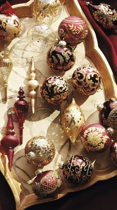 Imperiale Venezia Ornament Collection Check out Christmas decor at Frontgate. Italian Christmas, Victorian Christmas, Christmas Love, Christmas Trends, Christmas Tree Decorations, Christmas Tree Ornaments, Holiday Decor, Holiday Ideas, Christmas Traditions