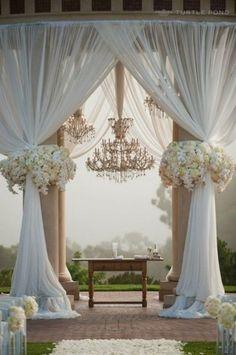 Stunning outdoor wedding ceremony.