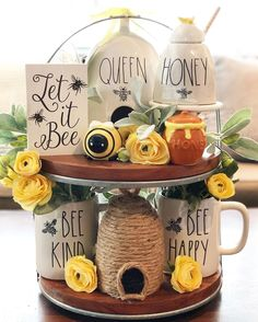 Bee Crafts, Diy And Crafts, Bee Theme, Bee Happy, Summer Diy, Tray Decor, Display Boxes, Entryway Decor, Bee Hives