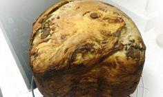 El pan de leche es un pan perfecto para acompañar el desayuno o la merienda. En esta ocasión, mostramos la receta de pan de leche con pepitas de chocolate elaborado completamente en la panificadora.