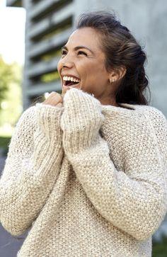 Jørgine Vasstrand, best kjent som Funkygine, er aktuell med treningsbok. Sweater Cardigan, How To Make, How To Wear, Turtle Neck, Blouses, Passion, Pullover, Face, People