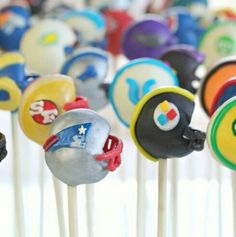 How adorable are these football helment cake pops? This stuff takes talent! #superbowl #dessert