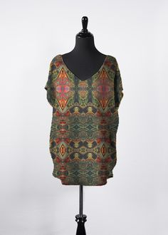 A beautiful and unique essential top that is perfect for your collection! Shop artistic essential top's created by designers all around the world. Night Looks, Fashion Labels, Summer Dresses, Formal Dresses, V Neck Tops, Beautiful Outfits, Cold Shoulder Dress, Tunic Tops, Skinny Jeans