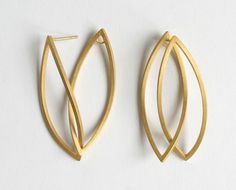 KAZUKO NISHIBAYASHI-JP #earrings Interesting construction!