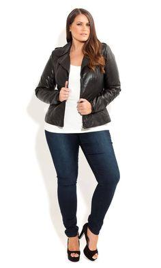 Elegante e informal combinación de pantalón y chaqueta para gordita.