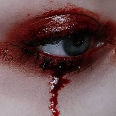 Looking for for inspiration for your Halloween make-up? Browse around this website for creepy Halloween makeup looks. Halloween Eye Makeup, Halloween Eyes, Cute Halloween, Halloween Costumes, Halloween Stuff, Vintage Halloween, Aesthetic Eyes, Aesthetic Makeup, Sfx Makeup