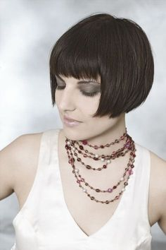 short flapper bob with blunt bangs | Hairxstatic