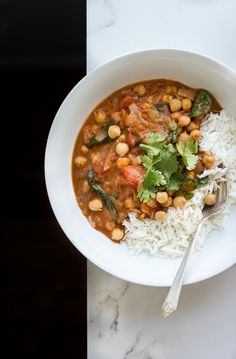 Easy, creamy, vegan chickpea masala with coconut + spinach. A simple, no fuss weeknight meal. Serves 3-4. Gluten free / Food styling / Food photography inspiration