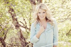 www.frostedproductions.com   Senior Portrait Photography by Frosted Productions.   Witney Carson from So You Think You Can Dance   Equestrian Photography   Photos of of a girl with a white horse in a field.   Utah Photographers, utah photography, senior portraits.