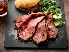 Aasialainen naudanfilee sopii hyvin pita-leivän ja kasvisten kaveriksi. Kaikki viimeistellään grillissä.  http://www.yhteishyva.fi/ruoka-ja-reseptit/reseptit/aasialainen-naudanfilee/014462