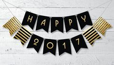 """Set the mood with this free printable """"Happy 2017"""" New Year banner #freeprintable #newyearprintable #printablebanner #happynewyear"""