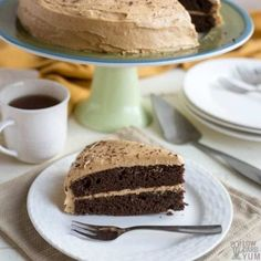An easy to make low carb chocolate peanut butter cake. It's a moist chocolate cake topped with sugar free peanut butter frosting. Mini Hamburgers, Chocolate Mug Cakes, Low Carb Chocolate, Keto Dessert Easy, Dessert Recipes, Keto Recipes, Flour Recipes, Diabetic Recipes, Halloumi
