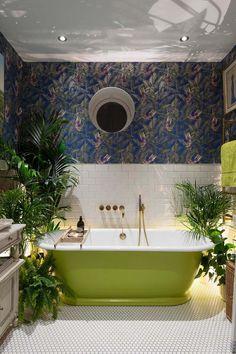 Décoration pour la salle de bains fortement influencée par la verdure