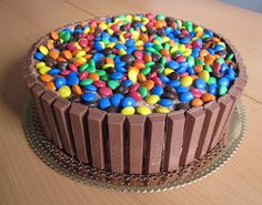 Chocolícia: Bolos Fun Desserts, Awesome Desserts, Sprinkles, Food And Drink, Plates, Candy, Party Ideas, Cook, Sweets