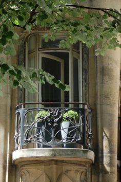 Window with ironwork railing - Hôtel Guimard, 122 Avenue Mozart, Paris | Flickr - Photo Sharing!