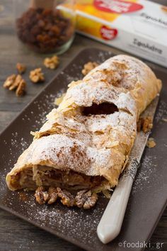 Apple strudel with vanilla sauce Greek Desserts, Greek Recipes, Vanilla Sauce, Apple Strudel, Phyllo Dough, Sweet Pie, Apple Recipes, Macarons, Food And Drink
