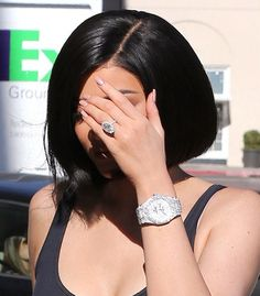 Kylie Jenner Diamond Watch - Kylie Jenner flaunted a diamond-encrusted watch whi. Kylie Jenner Watch, Kylie Jenner Rings, Kylie Jenner Photos, Kyle Jenner, Kylie Jenner Outfits, Kendall Jenner, Bracelet Cartier, Necklaces, Shoes