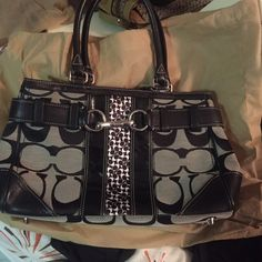 Nice Coach Tote Authentic Excellent condition Coach Bags Totes