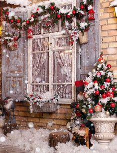 Doors Decorated By Festive Chaplet And Toys For Christmas Photogrpahy , No Winkle Seamless Collapsible Reused Photo Background, buy discount Christmas backdrops.